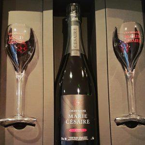 Une bouteille Brut Sélection, 2 Flûtes Marie Césaire, un coffret luxe